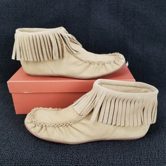 1bb22a28548d NEW Bettye Muller Tango Fringe Moccasin Bootie 9M